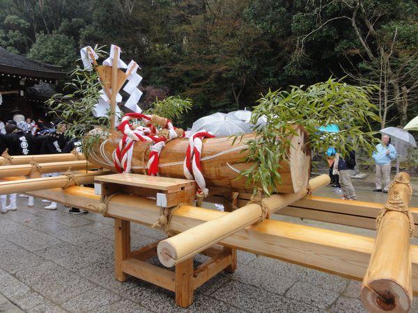 Mikoshi porté en procession au festival shinto de Shijonawate, près d'Osaka, au Japon