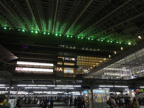 Gare d'Osaka, Japon, la nuit