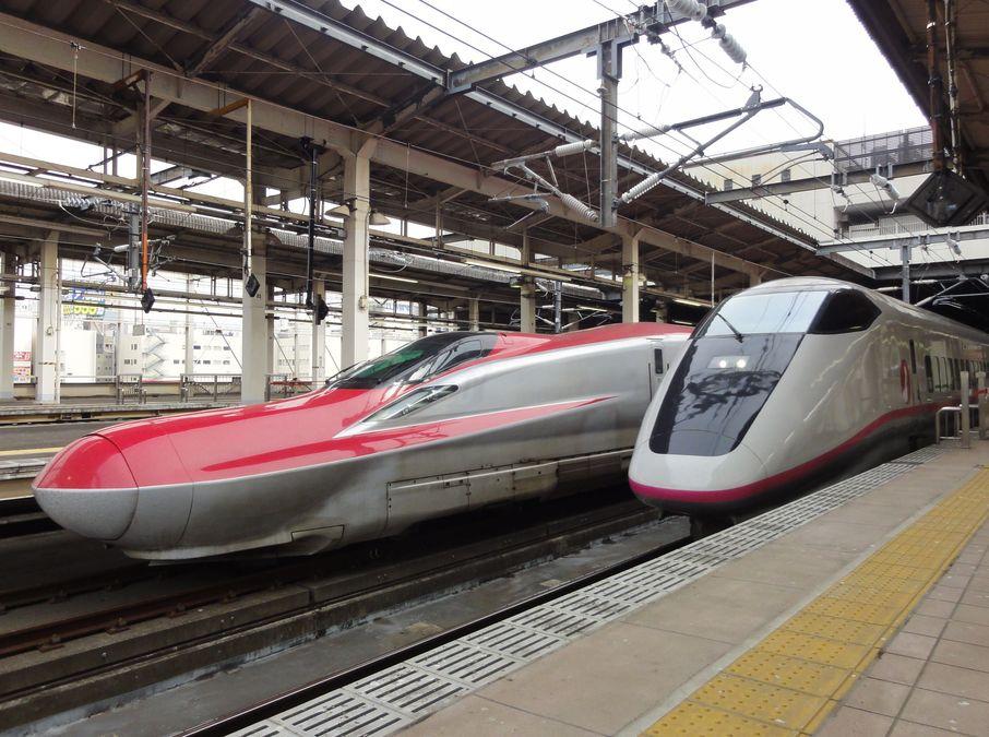 Affiche représentant deux trains japonais à grande vitesse côte à côte