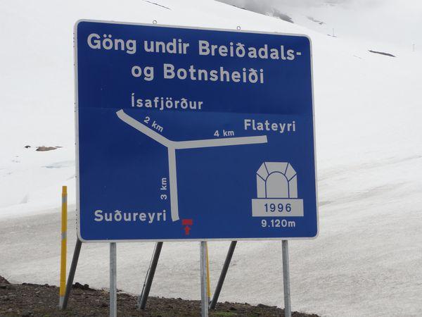 Panneau : intersection dans un tunnel
