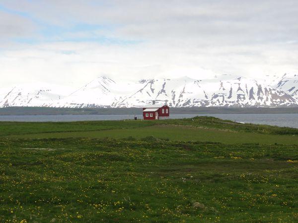 Maison isolée en Islande