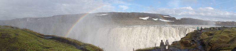 Arc-en-ciel sur la cascade de Dettifoss en Islande