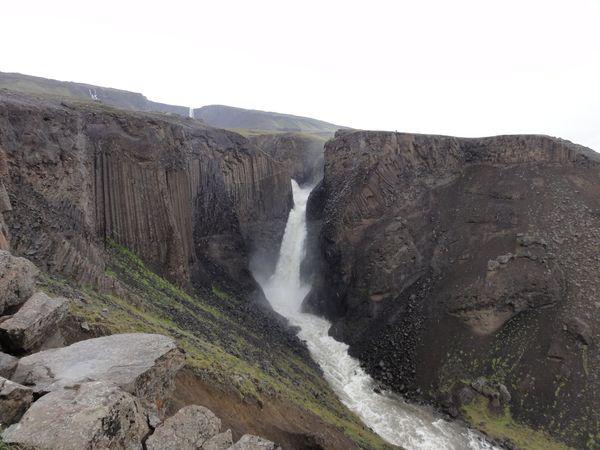 Cascade de Hengifoss en Islande