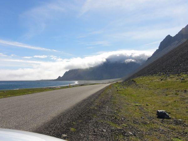 Brouillard à l'approche de Hofn en Islande