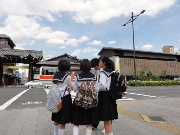 Ecolières japonaises en uniforme