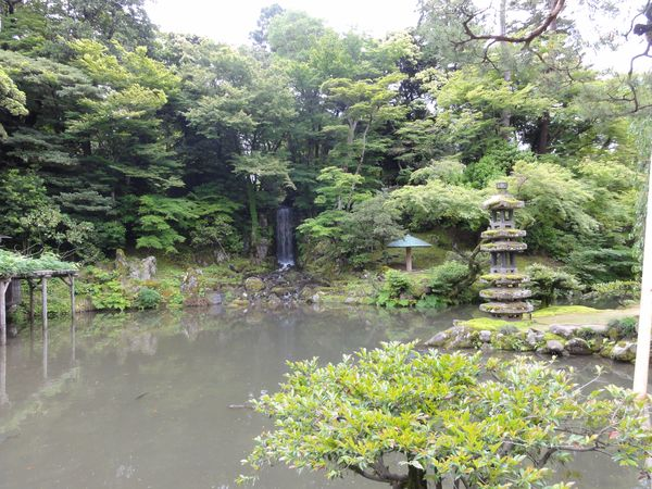 Cascade dans le jardin de Kanazawa