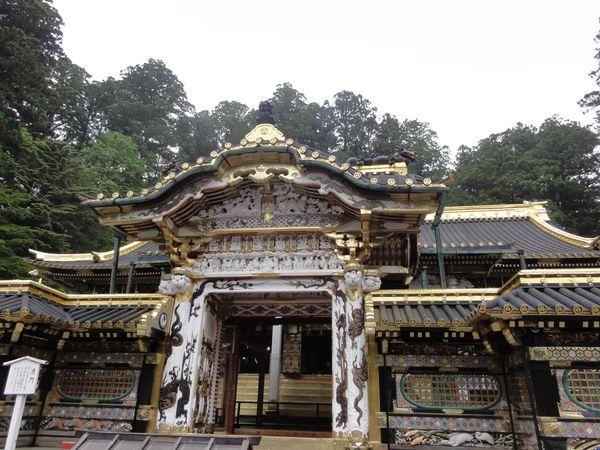 Portail d'un temple à Nikko
