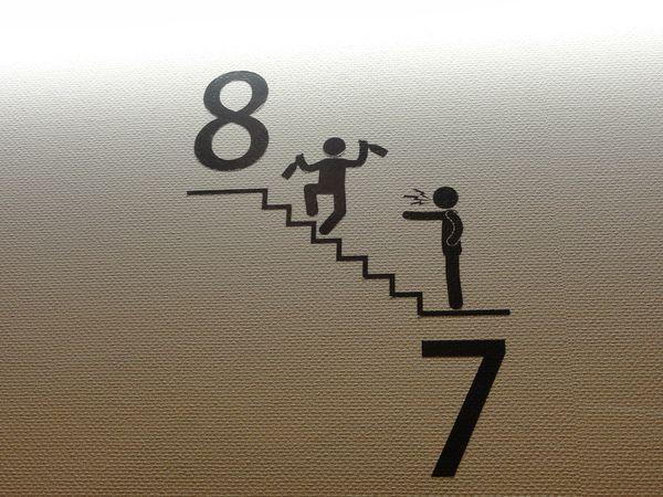 Pictogramme japonais - Interdiction de boire dans les escaliers